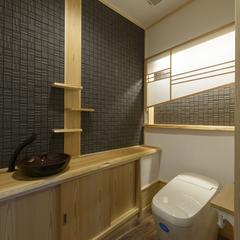 自然素材に囲まれた料亭にあるような和風トイレ