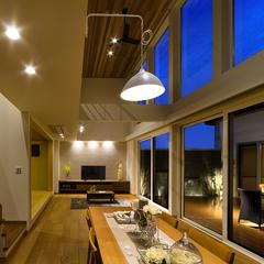 東根市の新築一戸建なら山形県山形市の設計士とつくるデザイナーズ住宅ハウスデザインまで♪ リビング、造作家具、吹抜け