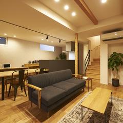 天童市の新築一戸建なら山形県山形市の設計士とつくるデザイナーズ住宅ハウスデザインまで♪1-1-11 夜・リビング・オーク
