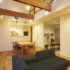 東根市の新築一戸建なら山形県山形市の設計士とつくるデザイナーズ住宅ハウスデザインまで♪1-2-14 夜・吹抜け・リビング・オーク・ダイニング