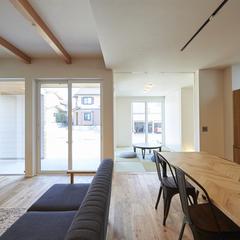 山形市の新築一戸建なら山形県山形市の設計士とつくるデザイナーズ住宅ハウスデザインまで♪1-1-2 オーク・リビング・和室・表し梁