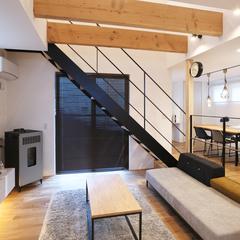 東根市の新築一戸建なら山形県山形市の設計士とつくるデザイナーズ住宅ハウスデザインまで♪1-5-5 リビング・階段・吹抜け・オーク・アイアン