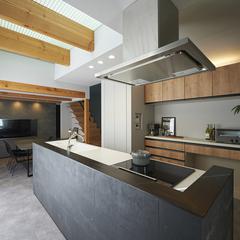 山形市の新築一戸建なら山形県山形市の設計士とつくるデザイナーズ住宅ハウスデザインまで♪1-6-1 アイランド・吹抜け・キッチン・モルタル