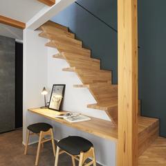 山形市の新築一戸建なら山形県山形市の設計士とつくるデザイナーズ住宅ハウスデザインまで♪1-6-3 階段・カウンター・アクセントクロス