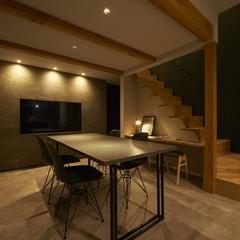 天童市の新築一戸建なら山形県山形市の設計士とつくるデザイナーズ住宅ハウスデザインまで♪1-6-4 夜・ダイニング・モルタル・照明・カウンター・造作