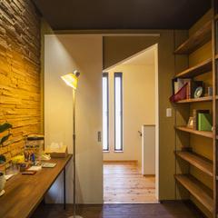 天童市の新築一戸建なら山形県山形市の設計士とつくるデザイナーズ住宅ハウスデザインまで♪ 書斎、本棚、造作カウンター