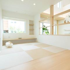 秋田市川尻大川町のパネル工法 2×4(ツーバイフォー)の家でおしゃれなデザインクロスのあるお家は、クレバリーホーム 秋田店まで!