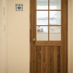 木のドア 堺市のナチュラルデザインのお家