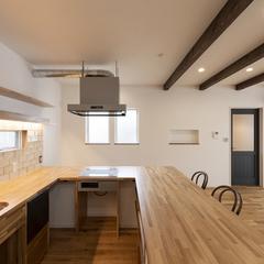 家事が楽しくなる広々した造作キッチンカウンター
