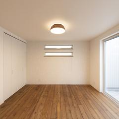 ナチュラルテイストのシンプルな洋室