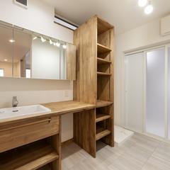 自然素材収納と無垢フローリングの洗面所
