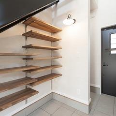 階段下の可動棚